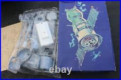 1985 Ogonek Soyuz Spacecraft Rocket Model Kit CCCP Soviet Union Space Russia
